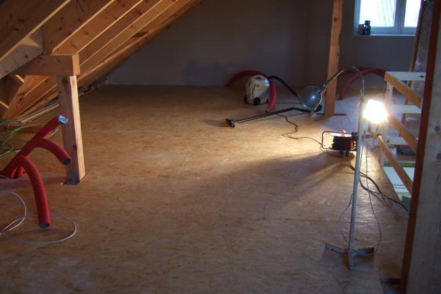 01 02 2014 Osb Platten Auf Dem Dachboden Verlegt Garagentor