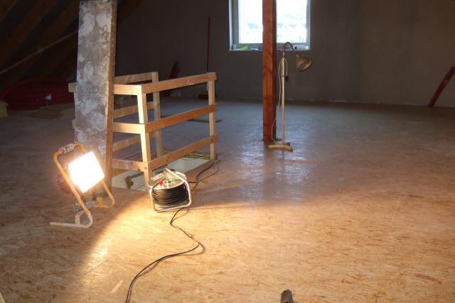 Osb Fußbodenplatten Verlegen ~ 01.02.2014 osb platten auf dem dachboden verlegt garagentor